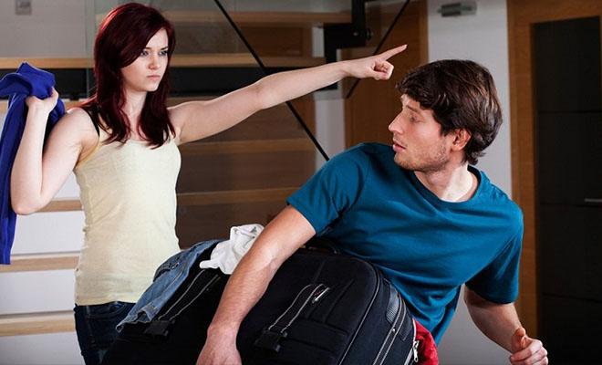 девушка выгоняет парня