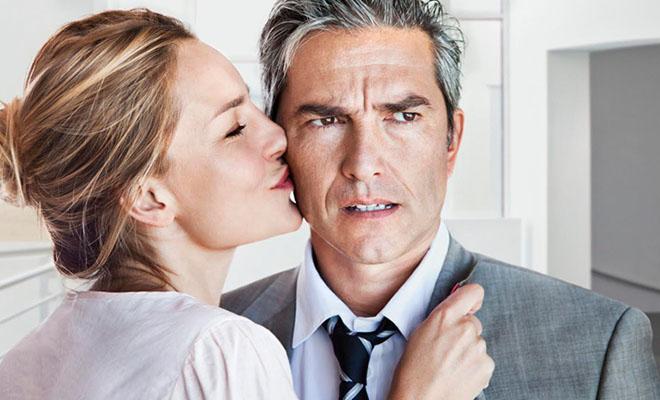мужчина с женщиной моложе его