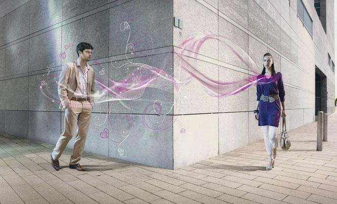 мужчину и женщину тянет друг к другу судьбой