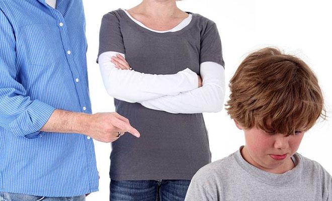 родители ругают сына
