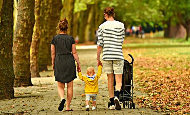 семейная пара с ребенком