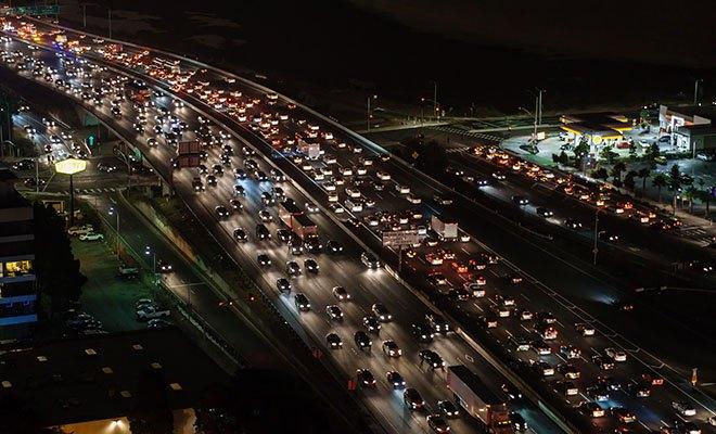 огромная пробка на дороге