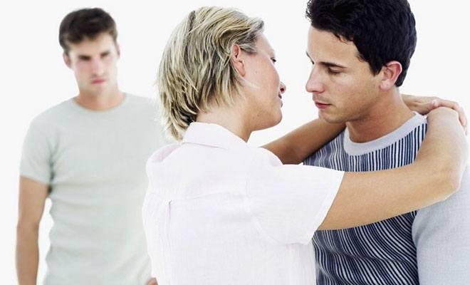 женщина изменяет мужу