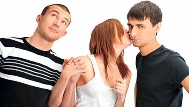 девушка встречается с двумя